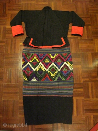 "A set of ""Tai Lue"" women costume (Tube skirt & side fastening blouse), possibly from Bo Kaew or Udomxay, Laos. All are made from hand spun cotton. The blouse is in black  ..."