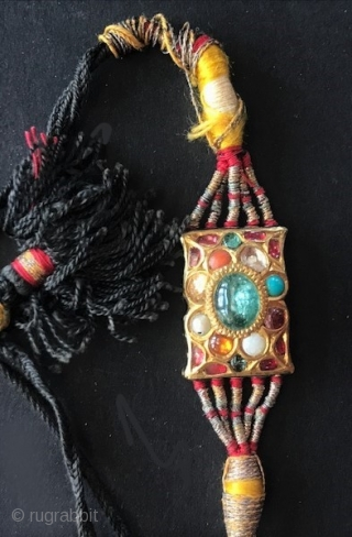 Bezu band 22K with 9 stones of the Navratna style of setting, late 19th c India 