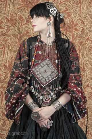 Hindu kush tunic with very fine old embroidery. x collection Linda Pastorino