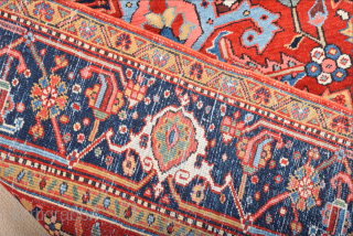 1900s Persian happy colors small Heriz Rug Size 145 x 195 cm It's in perfect condition