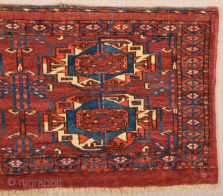 A six-gül Tekke torba showing chemche secondary motifs and a border of kochak hooks.Middle of the 19th Century Lovely Torba ıt's in perfect condition and all sides are original Size 40 x  ...
