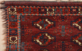 This brown-ground nine-gül Yomut Torba has strikingly large secondary motifs and the main border of small plants.Lovely Border.Early 19th Century Size 45 x 100 cm