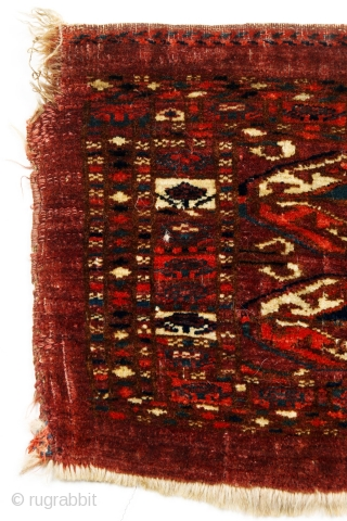 Nice Tekke torba with hexagonal gols and box-flower border, asymmetric open-right knot, very good condition, no repairs, tightly woven with dense pile, mid-19c. Symmetric knots along both selvages, used to secure and  ...