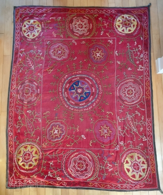 Description and origin: traditional suzani from Uzbekistan, with astral and vegetal designs. Silk and cotton. 