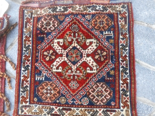 A pair of QASHQA'I Khordjin antique. Wool on wool in very-very good condition. No stains, repils, restors, but all ORIGINAL the two pieces. Bejinning of XXth century. Beautiful colours and shiny wool. Size:   61  ...