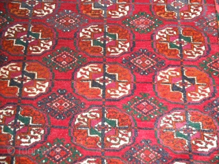 190 x 133 cm. Old Turkmen carpet tekke gol. This piece show on the border one date and the inscription (date: 1955 / inscription: CCCP). Very good  conditions. This turkmen  piece has  ...