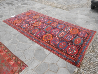 366 x 168 cm Tappeto ANTICO KAZAKH. Antique Kazakh armenibaff. In very, very good condition. Washed and ready for use. All wool and very original wonderfull piece. More photos and info about this Kazakh on  ...