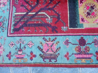 270 x150 cm. is the size of this antique EAST-Turkestan carpet knotted around 1920 in the OASI of KHOTAN (XINJIANG region). The carpet is washed and in very, very good conditions (no repils,  ...