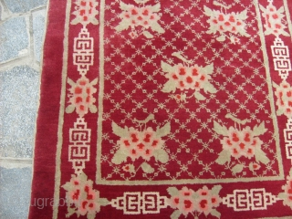159 x 96 cm. Oriental carpet knotted in Gansu / China. Antique about 80/90 years old.