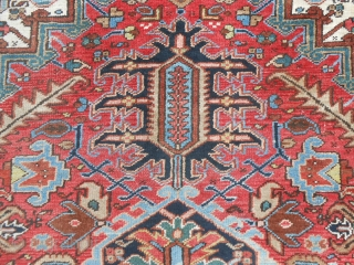 366 x 281 cm is the size of this antique HERIZ -Azerbaijan-Persian carpet. In very good condition and washed. All natural, brilliant and fastened colours. This piece has not been restored, all original ends  ...