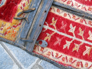 This original carpet has been knotte in ANATOLIAN. Size 133 x 51 cm. ANTIQUE MELAS saddle bag in good condition. ALL ORIGINAL.
