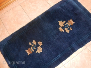 118 x 63 cm for this little but beautiful antique PEKING CARPET. Original blue-china colour for the field of this Peking. Velvelty wool. Very good condition. Shiny and brilliant wool for this Chinese antique  ...