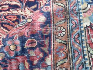 211 x 135 cm Tappeto persiano finissimo Sarough antico. Lavato-pulito e tenuto splendidamente. Primi anni del 1900. Lane kork e nodo asimmetrico compatto e fine assai. Nessun difetto, pieno vello e scevro di riparazioni. Altre  ...