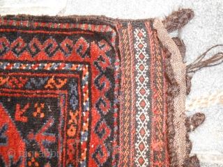 Antique belouch Salar Khan tribe. Bag grain in good conditions. Wool on wool. Natural dyes. Ask about this beautiful piece; for more pictures or query don't hesitate to contact me by e/mail.