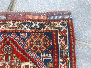 A pair of Qashqai antique khordjin carpet. In perfect condition and all original. Size 55x60 cm for each piece. About 1900/1910 for this khordjin with all original and natural dyes. Other info or pictures on request. Wool on  ...
