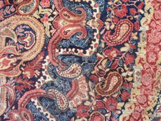 Persian antique SAROUGH in very good condition.  Brilliant wool and extremely fine knot for this one. Original design with botteh mater and children upon  the medaillon of this carpet.  Size is  m.  ...