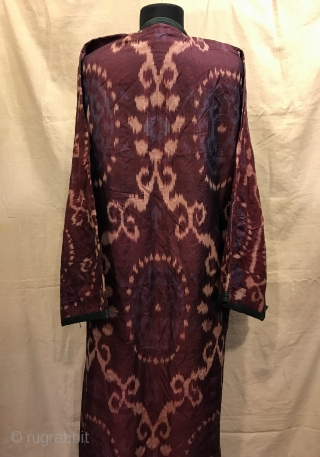 Uzbek Antique silk ikat chapan clothes  Size  Height : 125 cm Under arm : 70 cm Shoulder size : 60 cm  Fast shipping worldwide   Thank you visiting for my shop :)