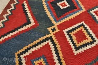 Antique Qashqai kilim – 5'4 x 8'5 – 162 x 256 cm.