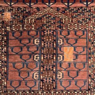 Tekke Turkmen Ensi - late 19th c. - 3'10 x 4'7 / 118 x 141 cm - a few old repairs otherwise good pile