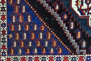 Fine Afshar rug with beautiful colors and graphic border from early 1900s, in good original condition - 4'5 x 6'1 ft. - 125 x 185 cm.