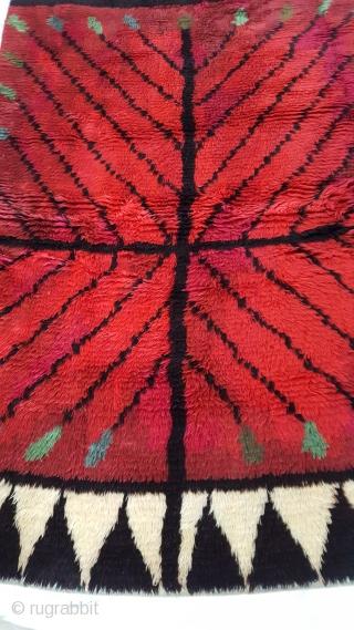 A Scandinavian Rya rug c1950 very graphic in perfect condiiotn 2m x 136 cm .