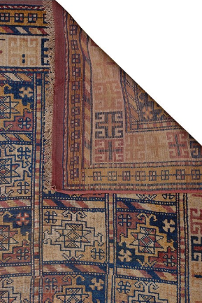 On offer is a decorative Kurdish Ghochan rug from the 19th century.