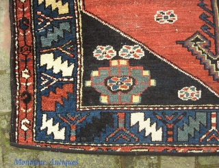 Tribal. 3 ft 11 x 5 ft 7 inches. Maybe Bahktiari? Charming early rug. $25 ups to lower 48.