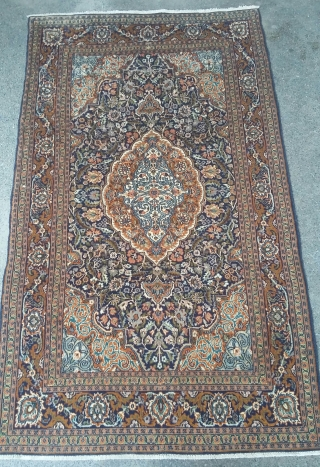 Very old kashmiri rug with beautiful design. Size 155x89 cm