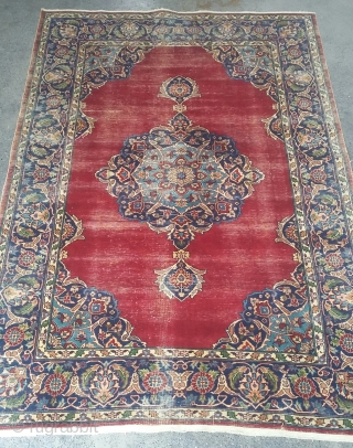 19th century Persian rug with a medallion. Size 185x120 cm