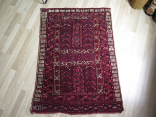 """Turkmen Ersari Engsi. Saturated colors, one light madder tip fading but a great drawing with pile and fine soft wool. Size: 49"""" x 68"""" - 125 x 173 cm."""