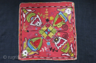 "Uzbekistan - Kungrat wall hanging / Mirror cover. Silk embroidery on wool trade cloth. abstract motifs of Lakai/ Kungrat tribes. circa 1900 or earlier, size : 16"" X 16.5"" - 41 cm  ..."