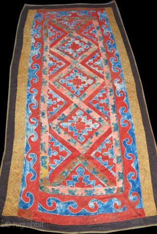 "Central Asia all wool Uzbek felt with natural colors and traditional design. Circa late 19th cent. size : 110"" X 58"" - 280 cm X 147 cm"