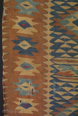 Antique Sarkoy – Manastir kilim. (Sides original not missing ). Late 19th c. Size: 38″ x 60″ – 97cm x 153cm.
