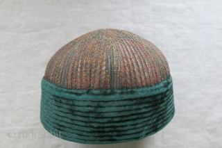 "Afghanistan metallic embroidered and velvet religious madrasa hat. Velvet part used to have a turban wrapping. circa : 1920-1930s - size: 7"" in diameter and 5"" tall - 18 cm X 12  ..."