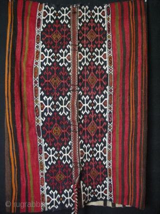 South East Anatolian grain bag chuval with original tassels. Size; 30″ x 37″ – 76 cm x 94 cm.