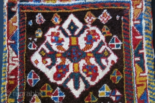 Qashkai full pile saddle / double bag, natural colors and traditional motifs - each section has uniwur border motifs. High altitude soft wool and handle with  a design on its back.  ...