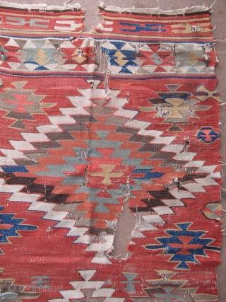Konya - Aksaray kilim. Size: 4' x 7' – 111 cm x 202 cm.