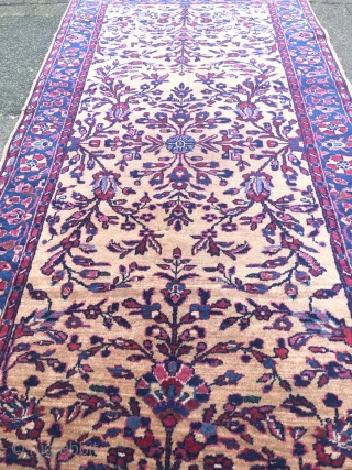 Fine small antique Persian Sarouk rug, beautiful camel field color. Size ca. 160x80cm / 5'3''ft x 2'6''ft