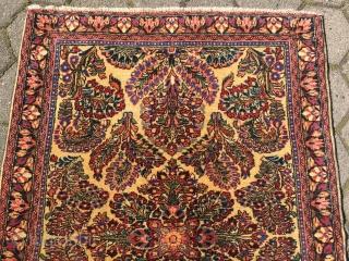 Fine antique Persian Sarough rug, rare white ground color. Size: ca 145x100cm / 4'8'' x 3'3''ft