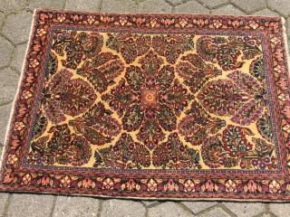 Fine antique Persian Sarough rug, rare white ground color. Size: ca 145x100cm / 4'8'' x 3'3''ft