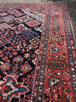 A highly decorative antique Persian Bakhtiary carpet, beautiful colors. Oversize: 510x390cm / 16'8ft by 12'8ft Joshaghan inspired design