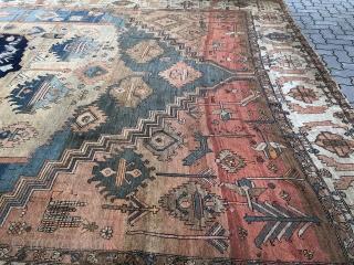 Antique Persian Heriz / Bakhshayesh carpet, very decorative. Age: circa 1870. Size: 550x350cm / 18'1''ft x 11'5''ft