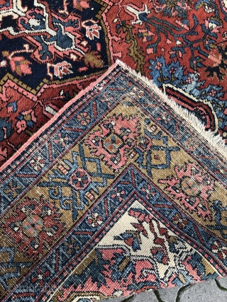 Antique Persian Heriz carpet, small size: 280x197cm / 9'2''ft x 6'5''ft, some condition problems but very decorative.