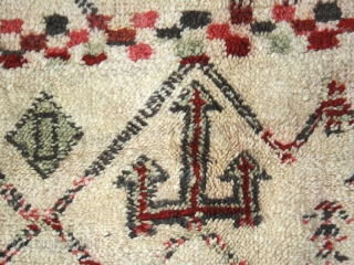 Berber pile carpet cod. 0256. One of the items just added on my new website www.nonplusultra.cloud.Beni Ourain confederation. Middle Atlas Mountains. Morocco. Mid. 20th. century. Very good condition. Cm. 171 x 272  ...