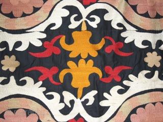 Suzani cod. 0052 cm. 200 x 230 (79 x 91 inches.