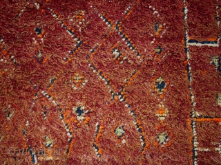 "Pile carpet cod. 0257. One of the new items just posted on my website www.nonplusultra.cloud. Wool. Zaiane people. Middle Atlas Mountains. Morocco. Circa 1940's. Very good condition. Cm. 180 x 290 (5'11""  ..."
