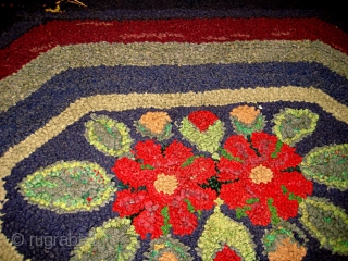 #1C116  Hand made antique American hooked rug 2.2' x 3' ( 67cm x 91cm ) C.1920