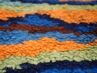#1C120  Hand made vintage American Hooked rug 3.1' x 3.3' ( 96cm x 101cm ) C.1980