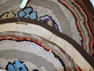 #1C16  Hand made antique round American hooked rug 2.4' ( 74cm ) 1900.C