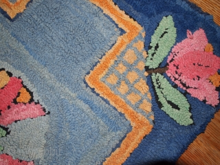 #1C20  Handmade antique American Hooked rug 2' X 3' ( 61cm X 91cm ) C.1940